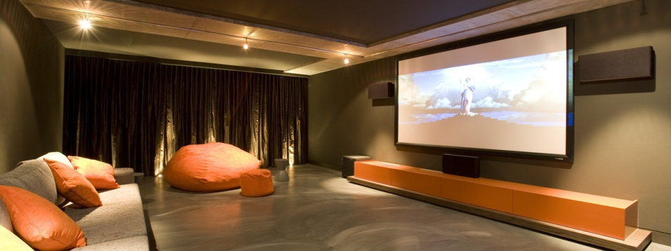 Entrepreneur renovation sous sol cinema maison montreal for Sol maison design